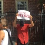 Quincy House dining hall worker Gregory Lee shows support for the strike.